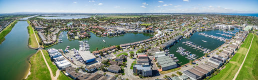 Powietrzna panorama Patterson jeziora przedmieścia i rzeka, Melbourne, Fotografia Stock