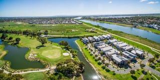 Powietrzna panorama przedmieście i golfowy cl Patterson rzeki, Bonbeach, Fotografia Stock