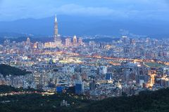 Powietrzna panorama ruchliwie Taipei miasto   Zdjęcie Stock