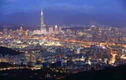 Powietrzna panorama ruchliwie Taipei miasto | obraz stock
