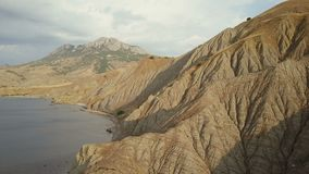 Powietrzna strzelanina piękna lis zatoka w Crimea Zadziwiająca antena strzelał rockowa formacja w Crimea Lot nad skałami i zbiory