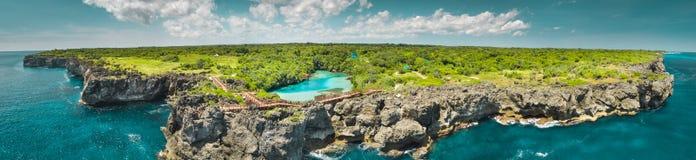 Powietrzna trutnia strzału wyspa, ocean panorama Sumba obraz stock