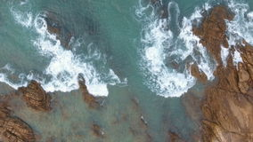 Powietrzne ocean fala dosięga brzeg zdjęcie wideo