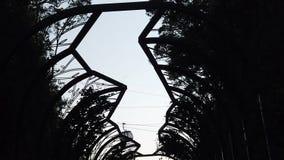 Powietrznego podejścia Unikalny funicular kabinowy nowożytny wagon kolei linowej Wysoka góra jaru krajobraz Turystyki zwiedza? Wi zbiory wideo