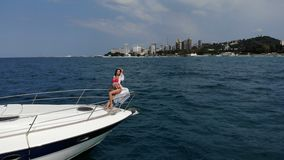 Powietrznego trutnia strzału stylu życia żeglowania łodzi wolności podróży luksusowa zdrowa plenerowa żywa turystyka 4K zdjęcie wideo
