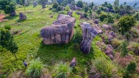 powietrznej fotografii naturalna kamienna rzeźba przy Mo Hin Khao Obraz Stock