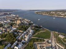 Powietrzny śmigłowcowy widok linii horyzontu - hotelowego i Starego portu święty Lawrance w Quebec mieście Kanada zdjęcia stock
