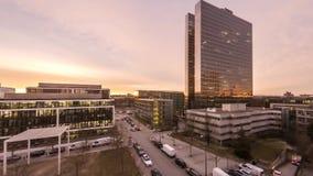 Powietrzny czasu upływ Biznesowi drapacze chmur zaświeca iść z przerwami podczas wschodu słońca zbiory