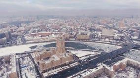 Powietrzny ekranizacja hoteli/lów Ukraina powietrze, Moskwa Rosja lot nad Siedem siostrami podwórzem i fasadą, zbiory wideo