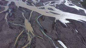 Powietrzny 4k trutnia widok riverbed, glacjalny rzeczny system odtransportowywa depozyty od Vatnajokull lodowa, Iceland zbiory wideo
