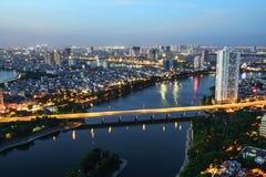Powietrzny linia horyzontu widok Hanoi pejzaż miejski przy zmierzchem Linh Ogrobla półwysepa, Hoang Mai okręg, Hanoi, Wietnam Zdjęcie Stock