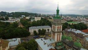 POWIETRZNY lot blisko kościół w Lviv Panorama Lviv: stary miasteczko i inny protestujemy zdjęcie wideo