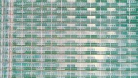 Powietrzny lub odg?rny strza? nad szklarnia Organicznie kultywacja naturalni i ?wiezi warzywa zdjęcie wideo