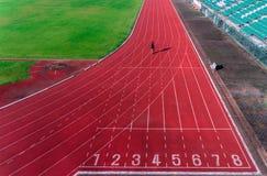 Powietrzny mężczyzna bieg na śladach Zdjęcie Royalty Free