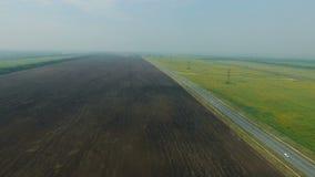 Powietrzny materiał filmowy czerni ziemi pola zbiory