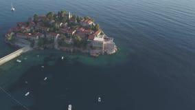 Powietrzny materiał filmowy Sveti Stefan wyspa w Budva zbiory