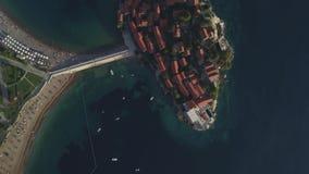 Powietrzny materiał filmowy Sveti Stefan wyspa w Budva zdjęcie wideo