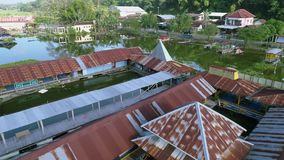 Powietrzny materiał filmowy wodna jeziorna wioska zdjęcie wideo