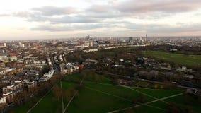 Powietrzny Miastowy widok Londyńskiego miasta wzgórza Pierwiosnkowy park Obrazy Stock