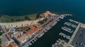 Powietrzny odgórny widok łodzie i jachty w marina od above, Meze miasteczko, Południowy Francja Zdjęcie Stock