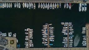 Powietrzny odgórny widok łodzie i jachty w marina od above, Meze miasteczko, Południowy Francja Obrazy Royalty Free