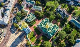 Powietrzny odgórny widok St Sophia katedry i Kijów miasta linia horyzontu od above, Kyiv pejzaż miejski, Ukraina zdjęcia royalty free
