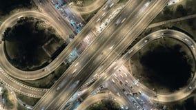 Powietrzny odg?rny strza?, autostrada w Bangkok, ruch drogowy na autostrady wymianie przy noc? 4K UHD Hiper- up?yw zbli?a wewn?tr zbiory