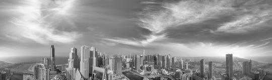 Powietrzny panoramiczny widok Dubaj Marina drapacze chmur przy zmierzchem Obrazy Stock