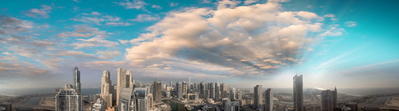 Powietrzny panoramiczny widok Dubaj Marina drapacze chmur przy zmierzchem Obrazy Royalty Free