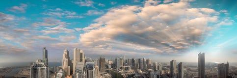 Powietrzny panoramiczny widok Dubaj Marina drapacze chmur przy zmierzchem Obraz Stock