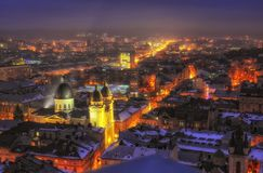 Powietrzny panoramiczny widok dziejowy centrum miasta przy noc?, Lviv, Ukraina Unesco ?wiatowego Dziedzictwa Miejsce obrazy stock