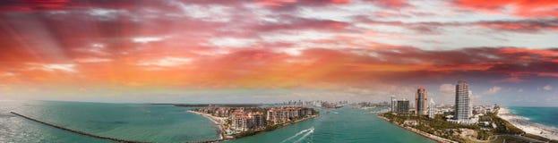 Powietrzny panoramiczny widok Miami linia brzegowa od południe i linia horyzontu Obraz Stock