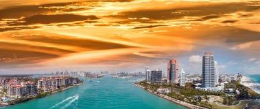 Powietrzny panoramiczny widok Miami linia brzegowa od południe i linia horyzontu Zdjęcia Royalty Free