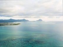 Powietrzny panoramiczny widok ocean Mauritius i góry Zdjęcie Stock