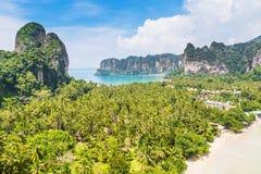 Powietrzny panoramiczny widok od falezy na railay plaży, Ao Nang, Tajlandia zdjęcia royalty free