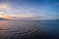 Powietrzny panoramiczny widok zmierzch nad oceanem Nic, niebo, chmury ale woda, fotografia stock