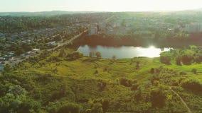 Powietrzny panoramiczny zbliża ruch mieszkanie okręg 4K zbiory