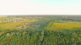 Powietrzny paraplane zrozumienia szybowiec w powietrzu nad rzeki miasta jar zbiory