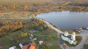 Powietrzny pejzaż miejski linii horyzontu widok wioski miasteczka, kościelnej i pięknej rzeczna zatoka podczas dnia, Piękny pejza Obrazy Royalty Free