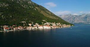 Powietrzny piękny widok przy Perast miasteczkiem Montenegro zdjęcie wideo