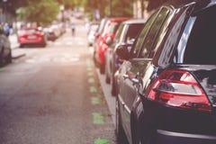 Powietrzny samochodowy parking outdoors, tylni samochody w rzędu parking na stronie zdjęcia royalty free