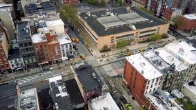 Powietrzny truteń strzelał Williamsburg okręg, Miasto Nowy Jork Ulicy i rozdroża NYC, usa zbiory wideo