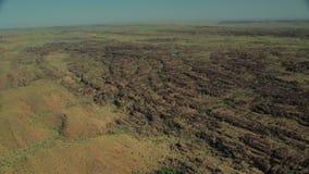 Powietrzny truteń strzelający odludzia pasmo górskie zdjęcie wideo