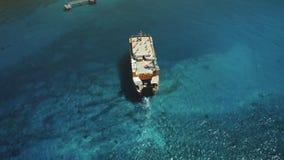 Powietrzny trutnia lot nad Dużym Ferryboat żeglowaniem zbiory wideo