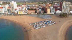 Powietrzny trutnia materiał filmowy od małej wioski Sant Antoni de Calonge od Hiszpania, w Costa Brava zbiory