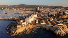 Powietrzny trutnia materiał filmowy od miasteczka Palamos od Hiszpania, w Costa Brava zdjęcie wideo