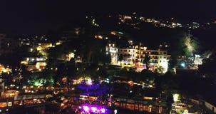 Powietrzny trutnia materiał filmowy jachty i łodzie dokował w Portowym Riposto, Giarre, Sicily w cieniu góry Etna noc zbiory wideo