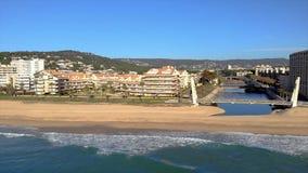 Powietrzny trutnia materiał filmowy od małej wioski Sant Antoni de Calonge od Hiszpania, w Costa Brava zbiory wideo