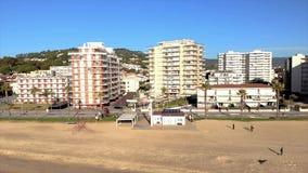 Powietrzny trutnia materiał filmowy od małej wioski Sant Antoni de Calonge od Hiszpania, w Costa Brava zdjęcie wideo