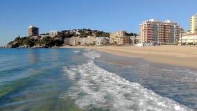 Powietrzny trutnia materiał filmowy, plaża mała wioska Sant Antoni de Calonge od Hiszpania, w Costa Brava zbiory wideo